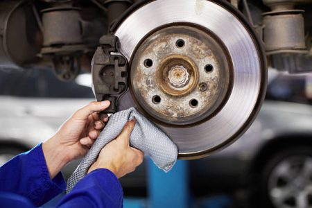 En taller mecánico Jaccars somos especialistas en frenos